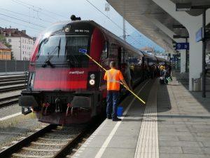 Railjet abfahrbereit in Salzburg Hbf. Als Fahrziel wäre Triest zeitgemäß! Foto: Karl Schambureck