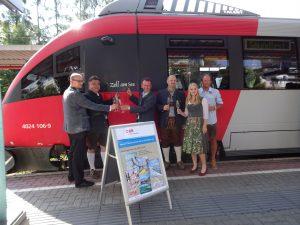 "Zugtaufe in Zell am See: ""Meine Region, meine S-Bahn"". Foto: ÖBB"