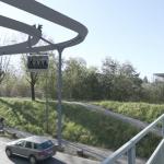 Im Stadtgebiet sollen die Gondeln auf Schienen geführt werden, was Kurvenfahrten ermöglicht.