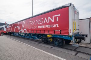 Das fachwerkförmige Untergestell des neuen TransANT-Güterwagens spart Gewicht und kann mit flexiblen Aufbauten versehen werden. Bild: Harald A. Jahn