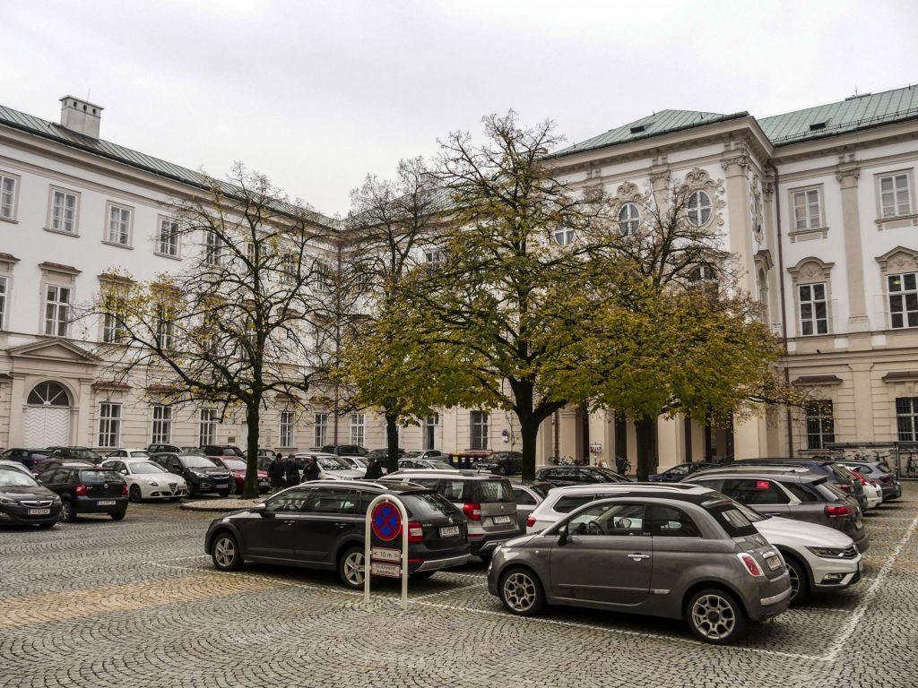 Der Innenhof des Schloss Mirabell ist seit Kurzem autofrei. Ein Anreiz zur Nutzung anderer Verkehrsmittel.