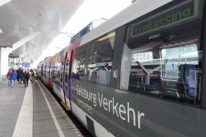 S3-Bahn am Salzburger Hauptbahn auf dem Weg nach Freilassing